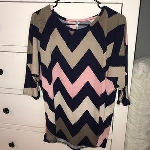 Auditions size medium shirt. Navy/tan/pink chevron
